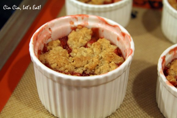 strawberry rhubarb crisp 2